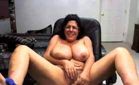 voluptuous-mature-wife-fucks-herself-with-a-dildo-on-webcam