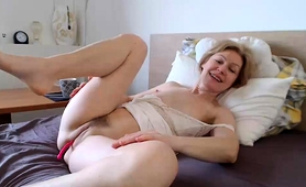 Desirable Blonde Milf Fingers And Toys Her Peach On Webcam